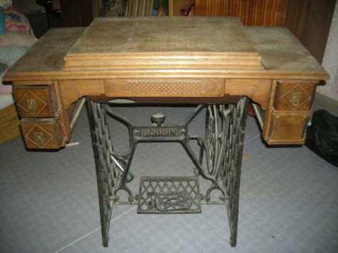 Šlapací stolek na staré šicí stroje